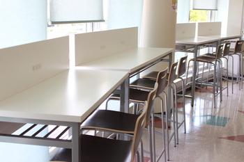食堂2階カウンター席.JPG